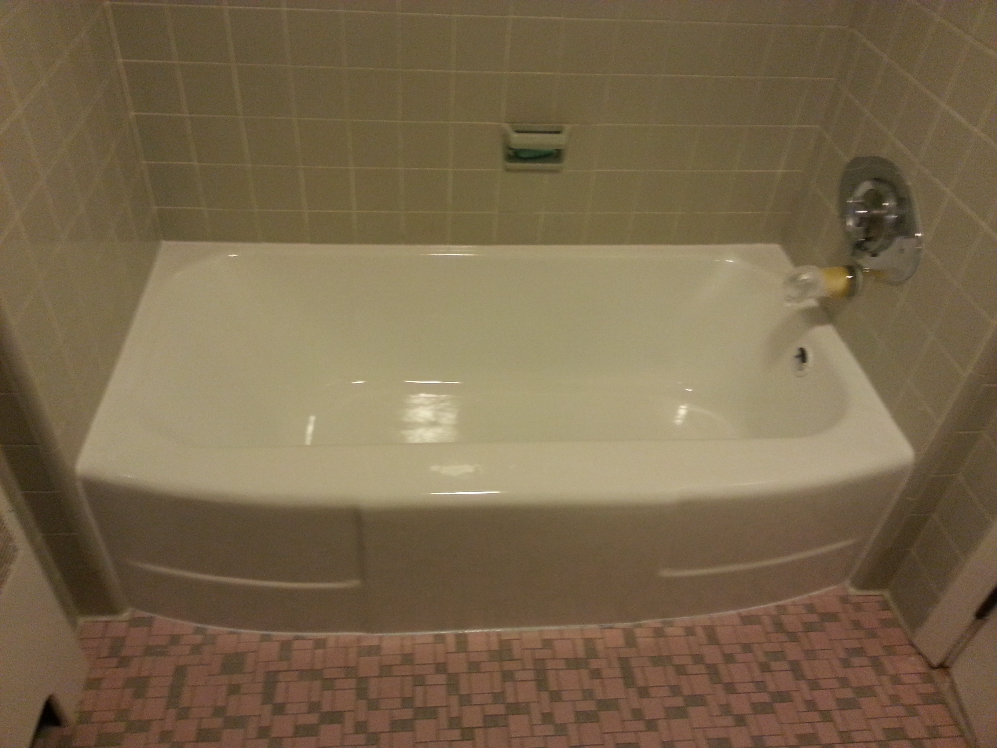 Refinishing and reglazing tub braintree ma touch of gloss for Bathtub refinishing